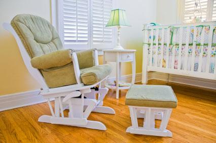 babykamer-inrichten-schommelstoel